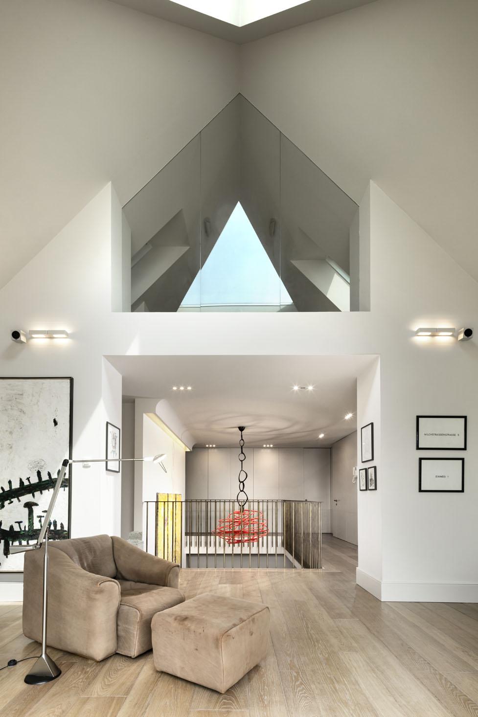 interno abitazione con tetto spiovente